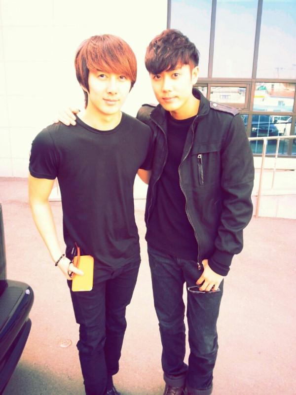SS501-s-Kim-Kyu-Jong-and-Kim-Hyung-Jun-reunite