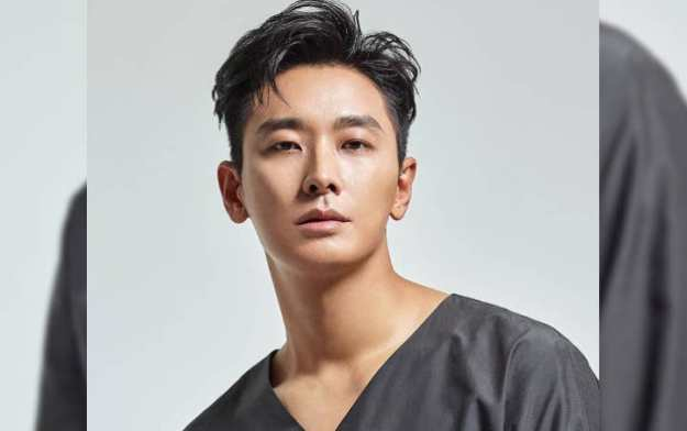 Joo Ji Hoon Pose Manly on Photo Shooting in Bali and Discuss Actor ...